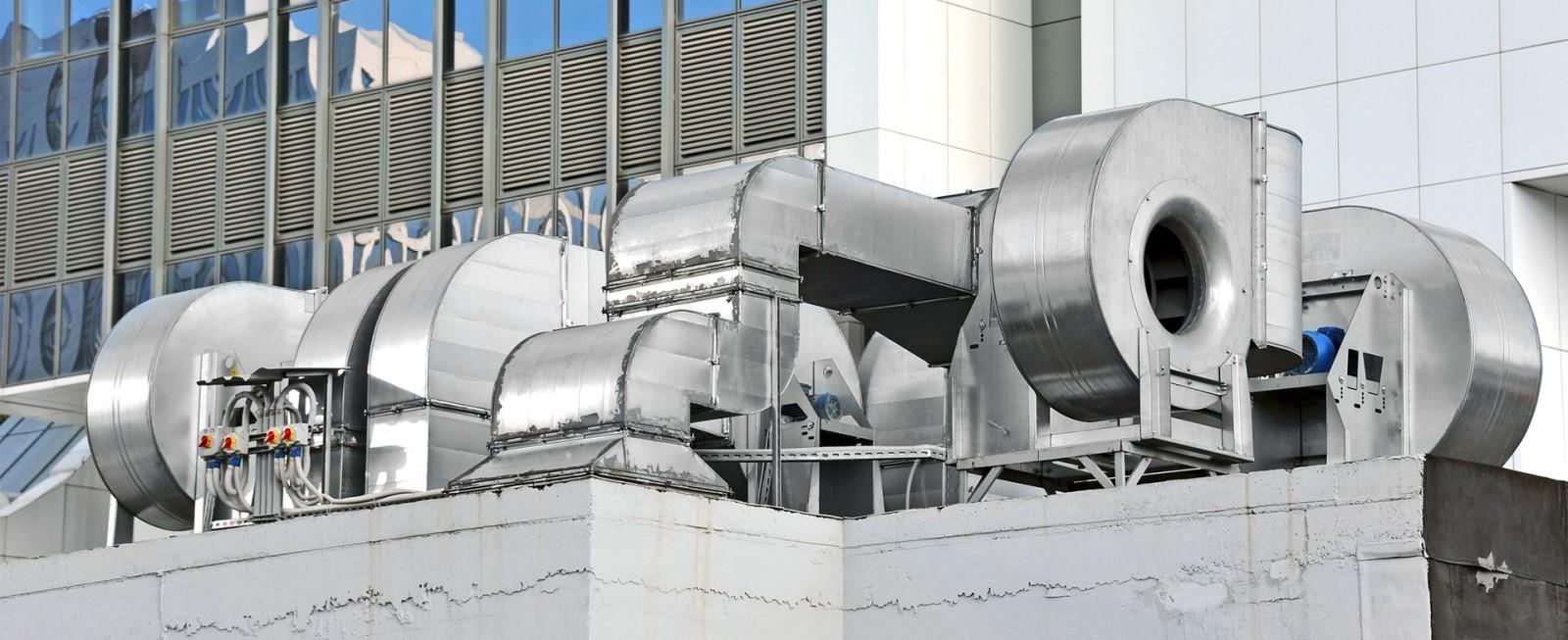 Havalandırma kanalları galvaniz, paslanmaz veya alüminyum levha ve yüksek mukavemetli sızdırmaz özellikli flanş ve köşe parçaları imal edilmiştir.